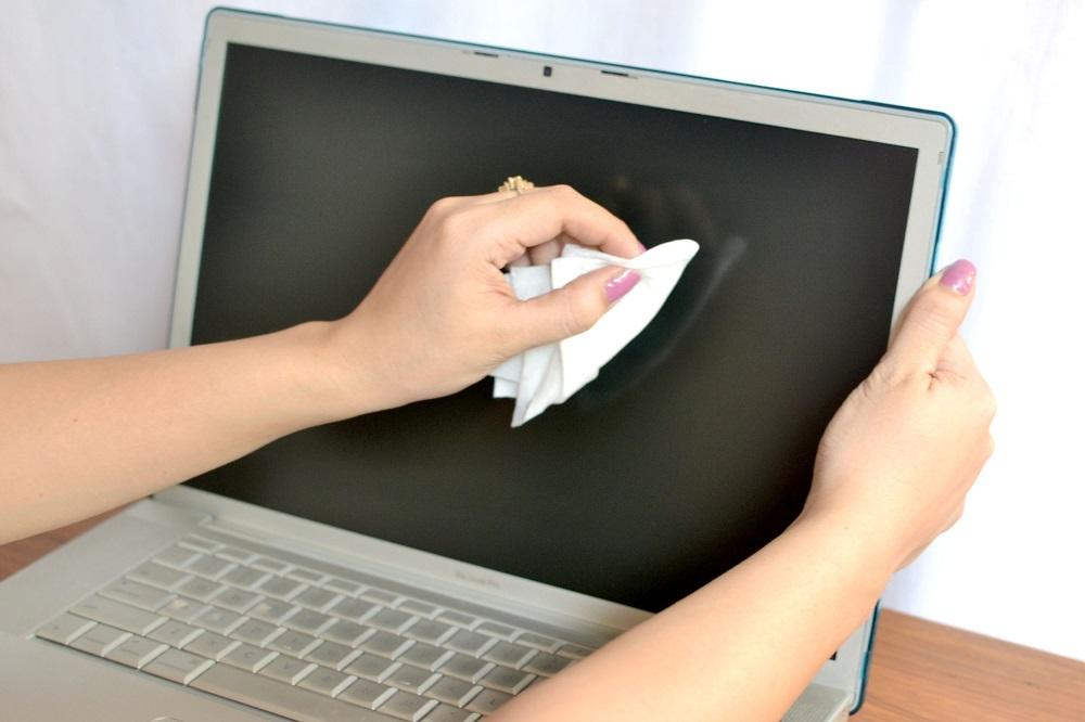 hadwao-czyszczenia-ekranow