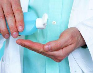Jak zrobić płyn do dezynfekcji rak? Przepis WHO a może gotowy płyn?